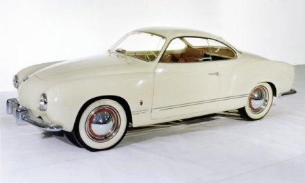 """1953 baute die Carozzeria Ghia im Auftrag von Karmann dieses attraktiv geformte Coupé auf. Im Vergleich zum späteren Serienmodell fehlen beispielsweise noch die charakteristischen """"Nasenlöcher""""."""