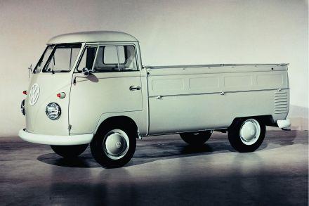 1952 kommt der erste offene Aufbau des T1 auf den Markt - der Pritschenwagen.