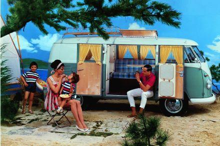 Der bei Westfalia gefertigte Campingbus befriedigt ab 1954 die zunehmende Reiselust der Deutschen.