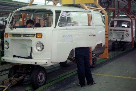 Für das Modelljahr 1988 bekommen alle Modelle in Mexiko einen wassergekühlten Reihenmotor aus dem Pkw-Programm.