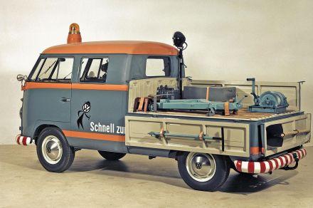 Aus dem kommunalen Fuhrpark oder der Baubranche ist die Doppelkabine, die erstmals 1958 im Volkswagen-Werk produziert wurde, bis heute nicht mehr wegzudenken.