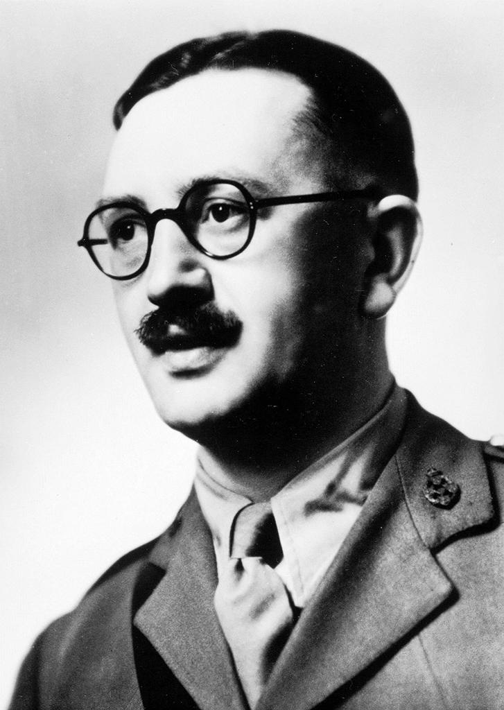Portrait vom Britischen Senior Resident Officer Major Ivan Hirst.