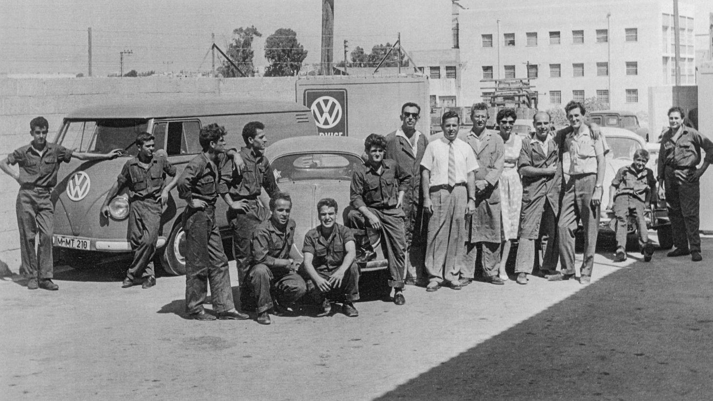 Felix Burian mit den Mitarbeitern seines Betriebes. Ihr engagierter Service wurde von den Kunden hoch geschätzt.